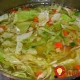 Zázračná polievka z mladej kapusty: Najlepšia na chudnutie!