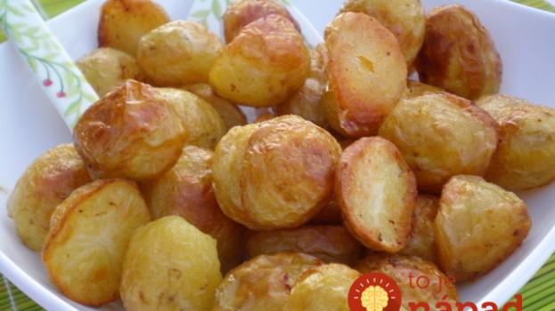 Tajný trik na pečené zemiaky mojej babky: Keď ich dáte do rúry takto, vedzte, že na hranolky si už nikto nespomenie!