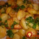 Tu je tajomstvo najlepších pečených zemiakov, ako z drahej reštaurácie: Ani vám nenapadne pridávať k nim tatársku či majonézu!