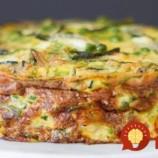 Ak nájdete 2 zemiaky a pár vajec, máte postarané o geniálnu večeru: Ľahký koláč bez múky, super náhrada pečiva!