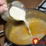 Táto polievka zasýti aj drevorubača: Naučte sa fantastickú Kulajdu – táto polievka je pýchou českej kuchyne!