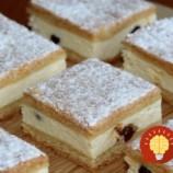 Falošný tvarohový koláč z kyslej smotany – božský: Všetci si mysleli, že tá náplň je z tvarohu – nejde do nej ani jediný gram!
