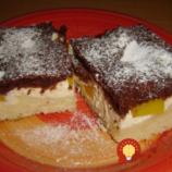 Rýchla tvarohová maškrta s kakaom broskyňami: Naozaj úžasný koláč z hrnčeka – deti ho milujú!