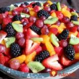 Luxusná ovocná kocka podľa pani Alžbety: Nesmierne chutný koláč s kyslou smotanou a želé, očarí celú rodinu!