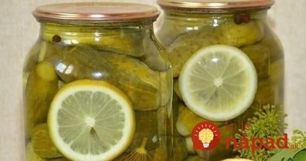 Žiaden ocot nepotrebujete, stačí 1 citrón a 4 strúčiky cesnaku: Najlepšie nakladané uhorky – chrumkavé, vynikajúce, v lete sa míňajú na kilá!