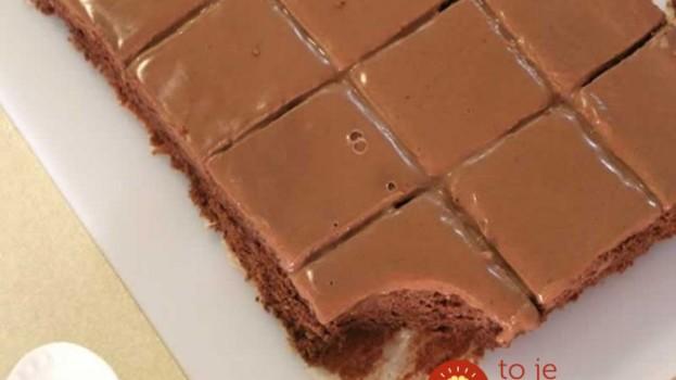Kefírový blesk s čokoládou a kyslou smotanou: Úžasný šťavnatý koláč pripravený za 10 minút – pre moju rodinu číslo 1!