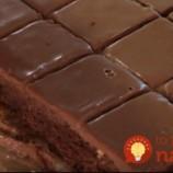 """Veľmi šťavnatý """"Milka"""" koláčik z hrnčeka: Stačí len upiecť a preliať polevou, chuť je bezkonkurenčná!"""