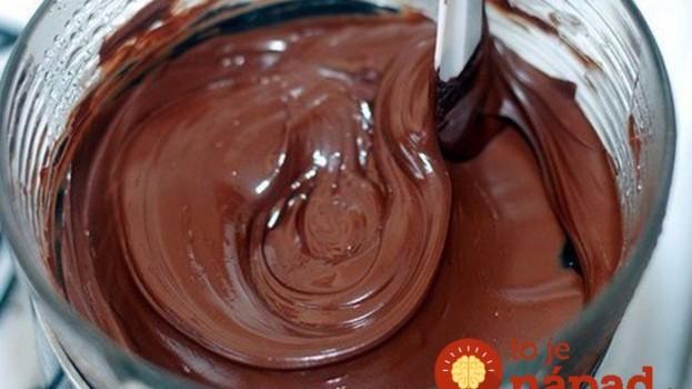 3 tipy na čokoládovú polevu, ktorá sa pri krájaní neláme: Toto pred sviatkami ocenia v každej rodine!