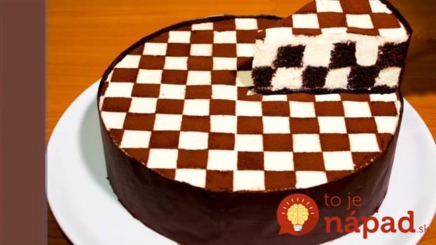 Šachovnicová torta nielen pre milovníkov šachu: Vynikajúca kombinácia jemnej piškóty a tvarohového krému! Tá sa úplne rozplýva na jazyku.