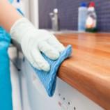 Univerzálny čistiaci prostriedok za pár drobných: Vyčistí hrnce, nábytok, spotrebiče, aj podlahu!