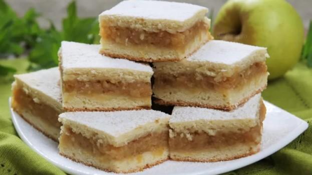 Super jemný jablkový koláč: Každé sústo sa doslova rozpadáva na jazyku – úžasný koláčik!