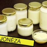 Najlepšie recepty na domácu majonézu: Na kupovanú už ani nepomyslíte! Zvládnete to dokonca aj bez vajec.
