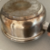 Jednoduchý domáci trik, ako vyčistiť pripálené hrnce a panvice: Mastnota a zažratá špina miznú doslova pred očami!