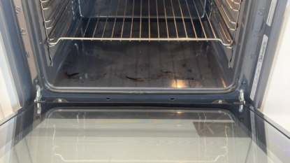 Domáci trik, ako vyčistiť špinavú rúru: Zabudnite na ocot a jedlú sódu, na mastnotu a pripáleniny je toto ešte lepšie!
